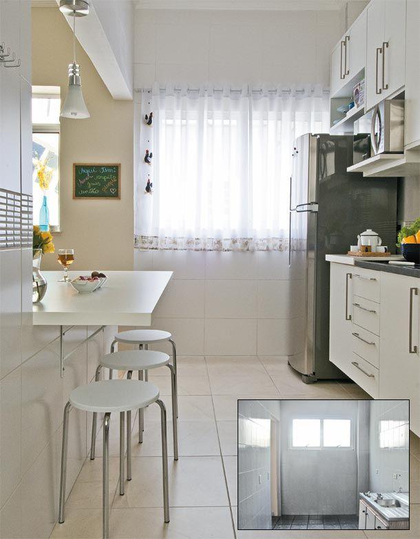 Como a janela da cozinha volta-se para um pátio interno, foi possível ampliá-la depois de receber o aval do condomínio. De tão boa, a solução aumentou a claridade também na sala. A estrela do projeto é a mesa, que substitui o tradicional balcão americano. Sobre a base de alvenaria, com 75 cm de altura, instalou-se um grande tampo de MDF com acabamento laminado (1,80 x 0,90 m), fixado com mãos-francesas.
