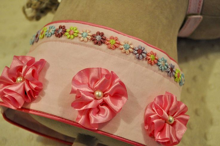 Braid and Ribbon Flowers for a Neckband.