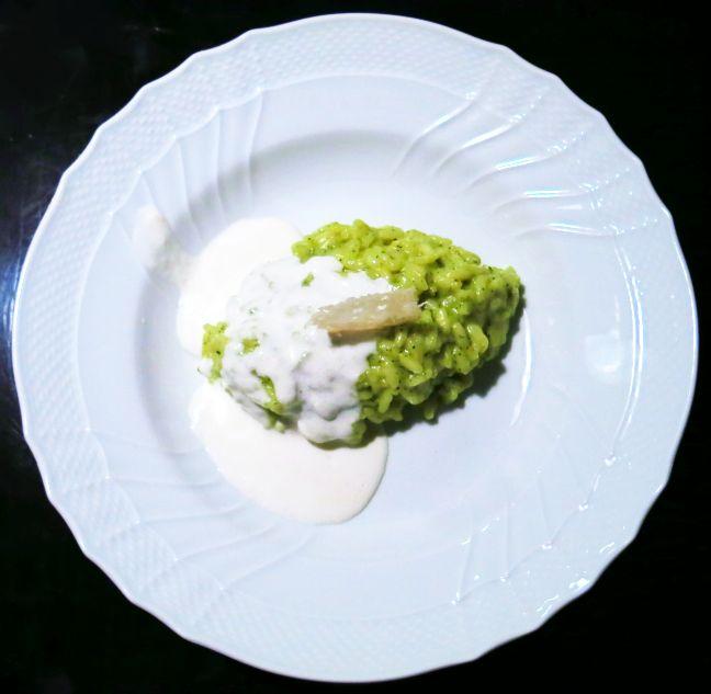 Risotto zucchine e curcuma con fonduta di parmigiano.