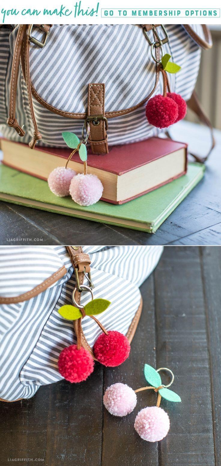 DIY Tutorial: Cherry Pom-Pom Schlüsselanhänger