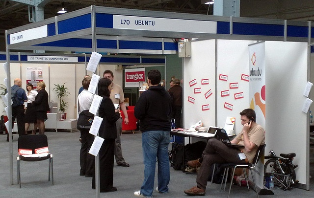linux expo live centos ubuntu. Linux is good and free system. I think that our date are safer than in windows.
