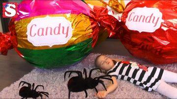 Bad Baby ГИГАНТСКИЙ ПАУК напал ИСТЕРИКА Spiders Attack Girl Giant Donut Cupcake Giant Candy TOYS http://video-kid.com/12851-bad-baby-gigantskii-pauk-napal-isterika-spiders-attack-girl-giant-donut-cupcake-giant-candy-to.html  TOYS FOR KIDS! Bad Baby Spiders Attack Girl Bad Baby Giant Donut Cupcake Bad Baby Giant Candy .  ГИГАНТСКИЙ ПАУК напал на Детей GIANT SPIDERS ATTACK .Всем привет. Сегодня мы открываем взрываем необычные подарки Гигантские конфеты. София не ожидала увидеть огромные пончик…