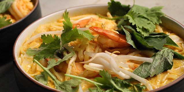 Classic Shrimp Laksa with Rice Noodles | Asian Food Channel