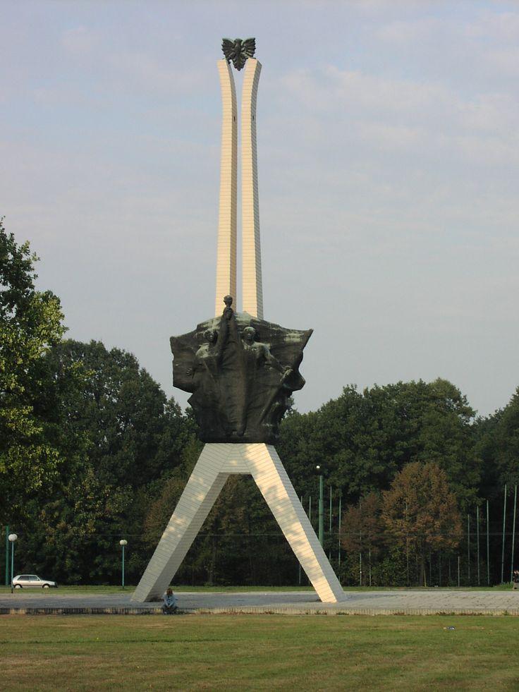 """Tychy, """"Żyrafa"""" (Pomnik Walki i Męczeństwa)"""