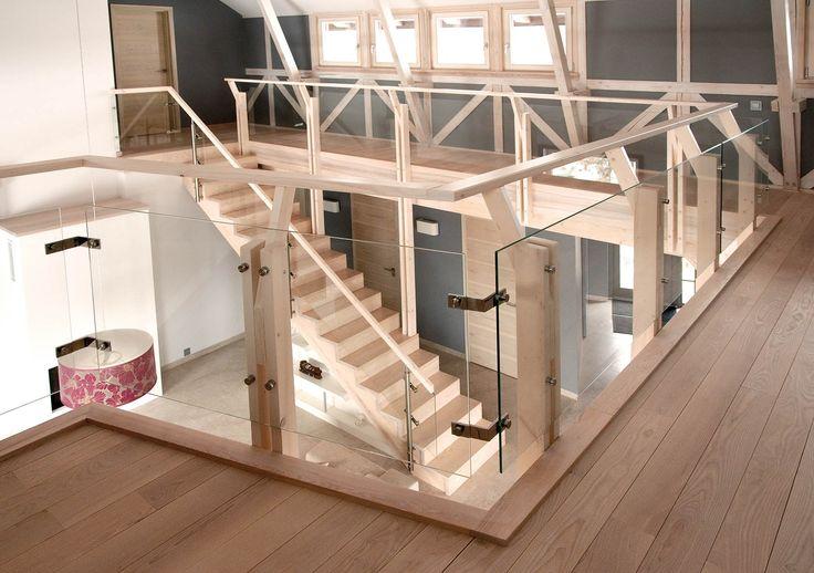 P52 Schody dywanowe | Konstrukcja: drewniana | Drewno: jesion bielony | Balustrada: szkło + stal Cechą charakterystyczną schodów dywanowych jest brak policzków, stopnie montowane są do elementów nośnych i łączone z podstopniami specjalnymi śrubami. Elementy schodów dywanowych muszą być masywne, gdyż mają konstrukcję samonośną i wymagają dużej sztywności. Wykonane z […]
