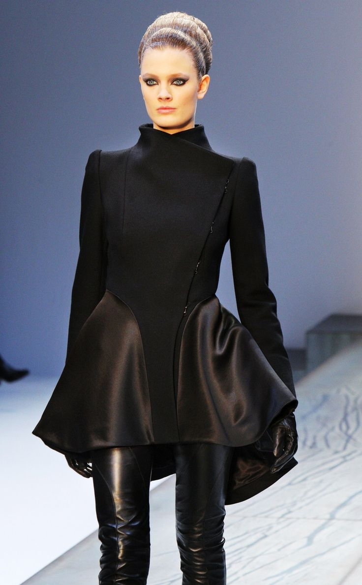 Futuristic Fashion, Guy Laroche F/W 2009-10, black,Futuristic Clothes, Future Fashion