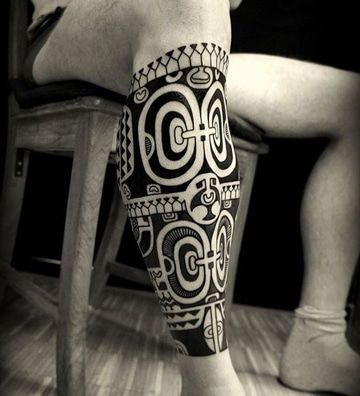 tatuajes maories en la pierna para hombres #polynesiantattooswomen #maoritattooswomen