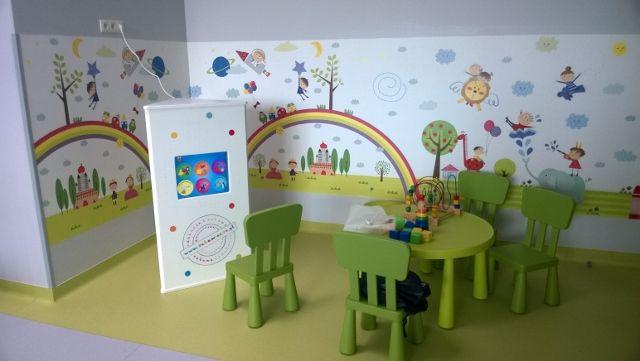 Interaktywna zabawa to także nagroda za dobre sprawowanie u lekarza. Interaktywny kącik dla dzieci w kompleksie medycznym.