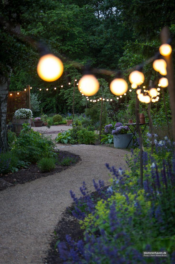 Cozy midsummer evening in my flower garden – Hyggelige lys langs indgangen til www.blomsterhaven.dk