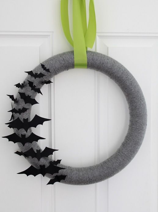 Freaking cute. I need to make a yarn wreath.
