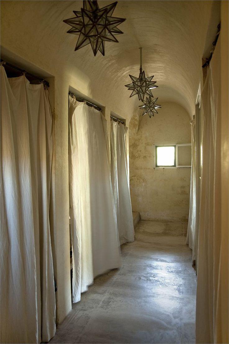 /\ /\ . Casa Pantelleria Albanese