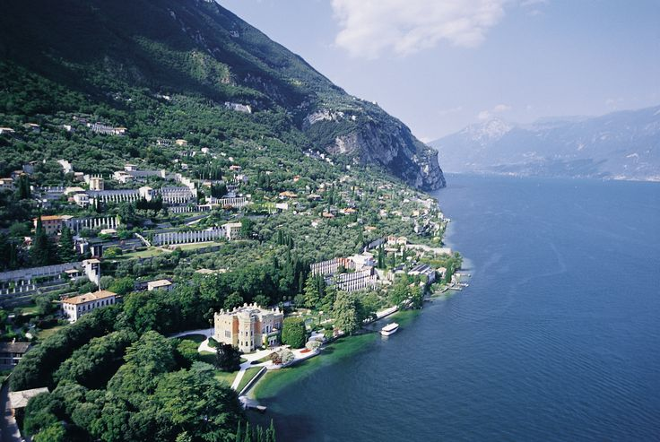 The Gargnano lakeside with Villa Feltrinelli. #lake #garda #grandhotel #villafeltrinelli #lakeside #landscape