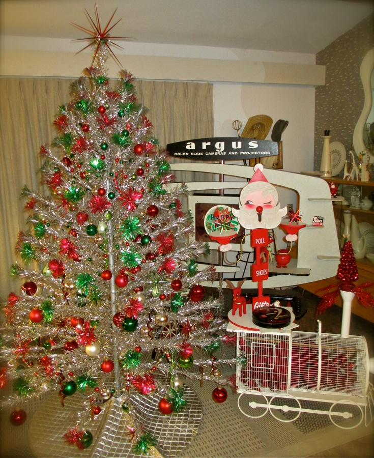 Silver Tinsel Christmas Tree With Color Wheel: 17 Best Images About Aluminum Christmas Tree On Pinterest