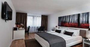 Wyndham Mannheim: The Wyndham Mannheim is located in the city's renowned tourism and shopping district.  http://www.mannheim-hotel.com/wyndham-mannheim/