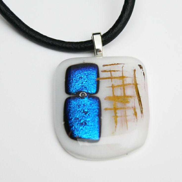 Collar vidrio dicroico. (Av. Italia 1333, Santiago, Chile)