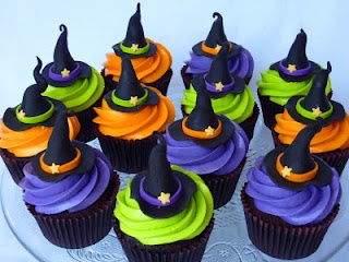 witch hats ;-): Witch Hats, Witch Cupcakes, Halloween Witch, Witches, Hats Cupcakes, Halloween Cupcakes, Muffins Recipes, Halloween Goodies, Buttercream Frostings