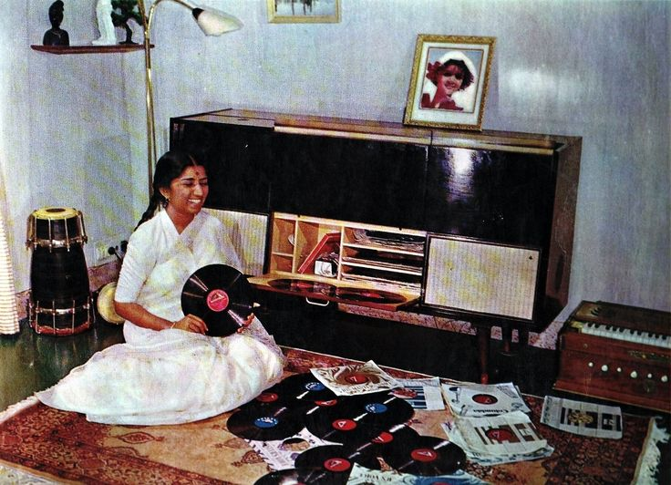 Lata Mangeshkar shows off her collection of 78 rpm                              …