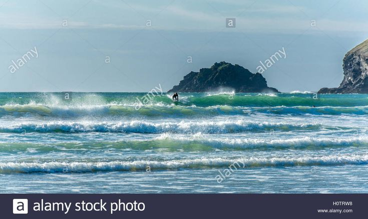 Download this stock image: Surfer at Polzeath in North Cornwall - H0TRW8 from…