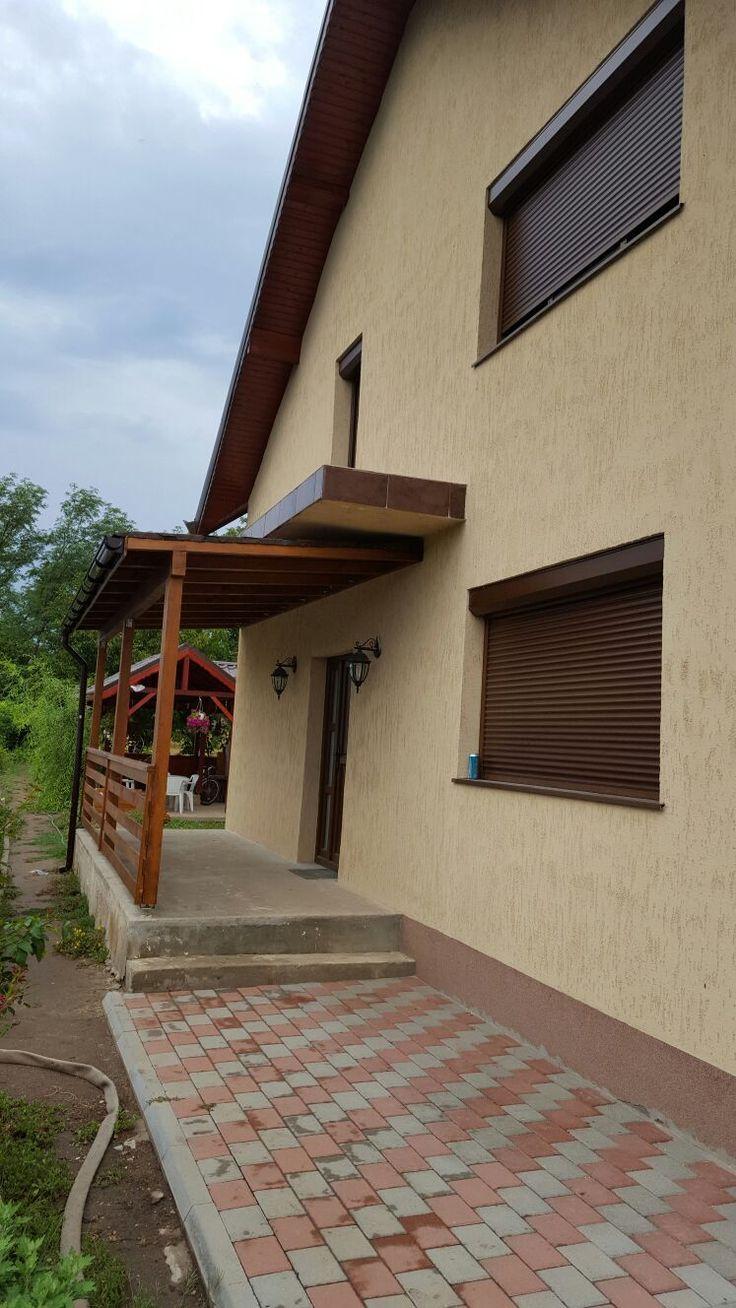 Pergola din lemn pentru intrare locuinta.