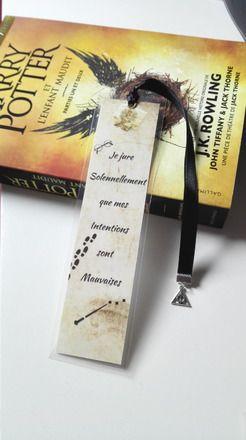 Collection Harry Potter et le Prisonnier d'Azkaban  Marque page Harry Potter plastifié pour les fans !  La carte des Maraudeurs peut être activée en l'effleurant avec une ba - 19932329
