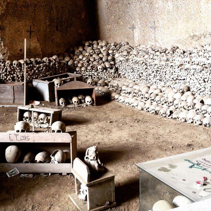 Cimitero delle Fontanelle, Napoli, Campania