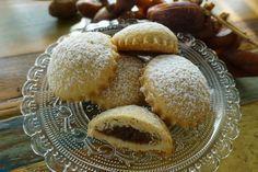 """Das Rezept für diese Kekse stammt aus dem Orient. Dort heißen sie (auf Arabisch) """"Mamoul"""" und werden traditionell mithilfe einer hübsch verzierten Hohlform (""""Mamoul-Löffel"""") zubereitet. Da ich kein…"""