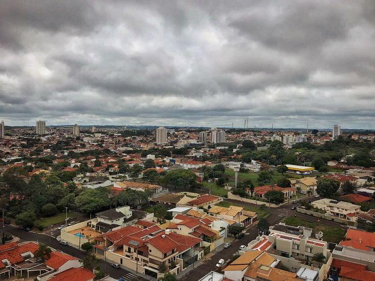 Feriado será de chuva em Botucatu; temperatura deve cair -     Na noite desta quinta-feira, 20, áreas de instabilidade se deslocam pelo estado de São Paulo, causando aumento da nebulosidade com chuvas/trovoadas em várias regiões do estado. Isso ocorre devido à aproximação de uma frente fria que atingirá o estado de São Paulo nesta sexta-feira, - http://acontecebotucatu.com.br/geral/feriado-sera-de-chuva-em-botucatu-temperatura-deve-cair/