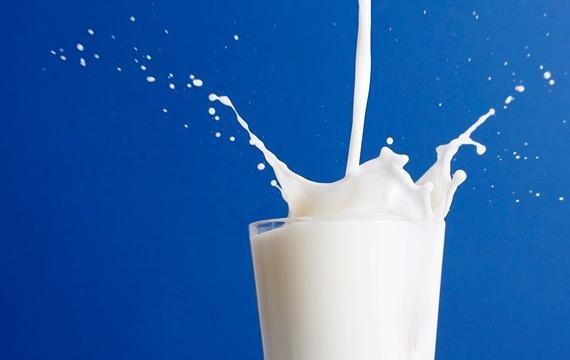 Il latte? Un rimedio naturale contro le macchie d'inchiostro sui tessuti( e molto altro)