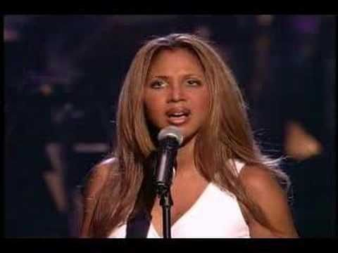Unbreak my Heart - Toni Braxton - Live and GORGEOUS...