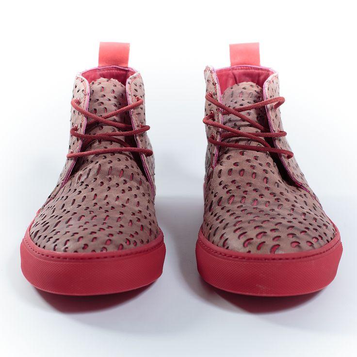 Sneakers by @Chapeau Shoes in pelle color malva. Fantasia incisa al laser e suola rossa. Linguetta posteriore in pelle scamosciata.  Price: 240€