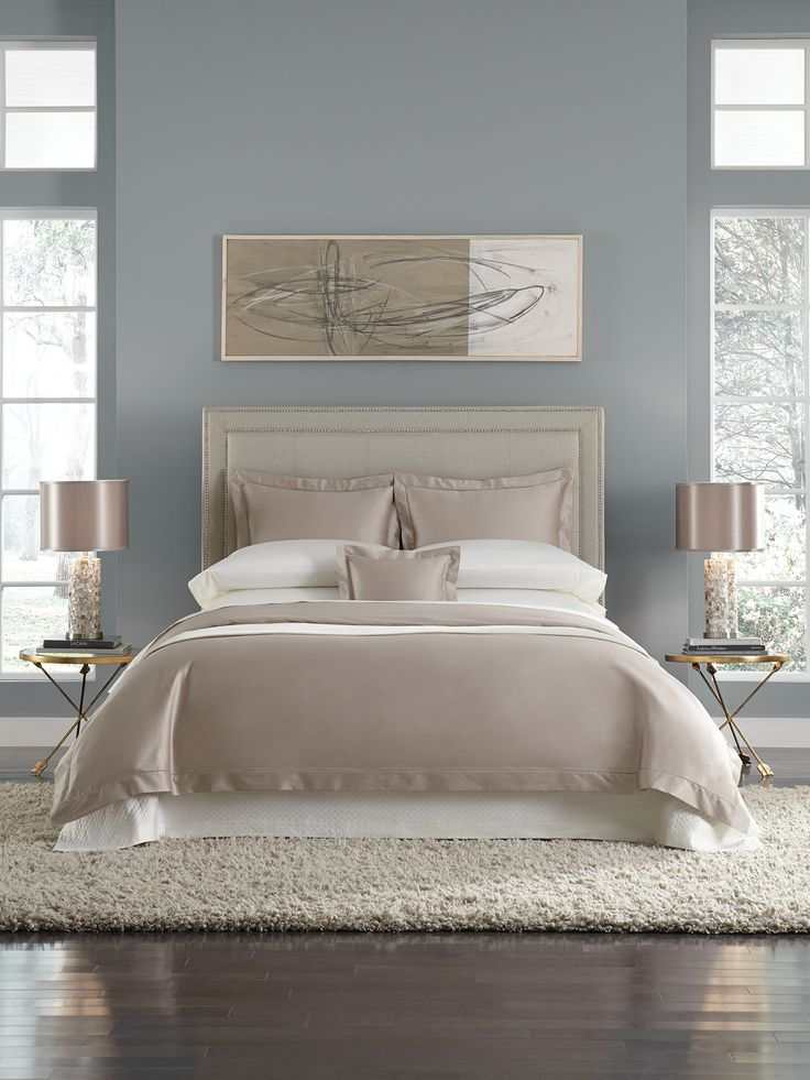 Our Lucio top-of-bed was created as the perfect marriage of form and function—a luscious, sleek hand meets exceptional durability.