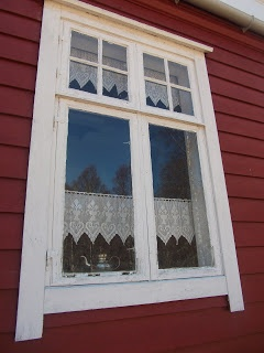 traditional Scandinavian window dressing