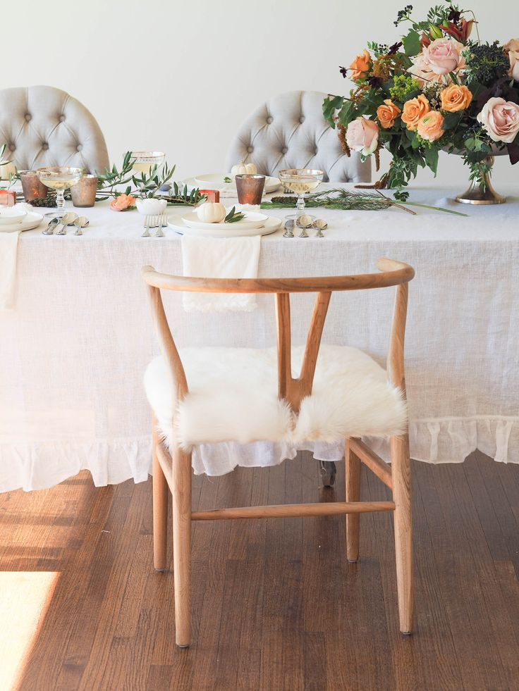 We love this bright and eclectic look for dinner parties