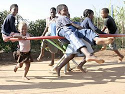 Hybrid Merri-Go-Round Water Pump Saves Lives in Africa : TreeHugger