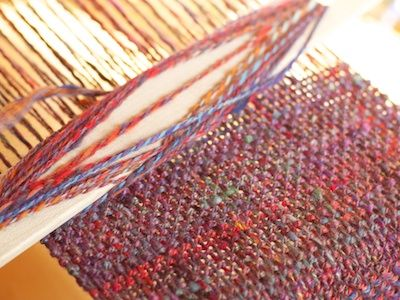 I need to learn how to do this. Yarn Harlot weaving a scarf