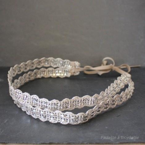 Headband, bandeau ou bijou de tête double : 2 rangs de galon champagne métallisé.