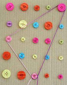 Con este panel de botones los niños podrán jugar con hilos para realizar diferentes figuras.