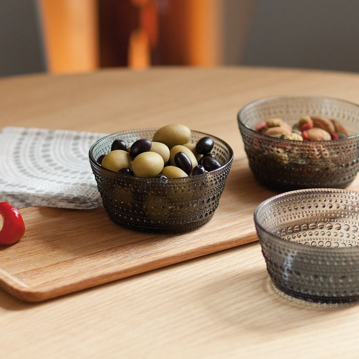 A taste for quality design and delicious food can come together with the iittala Dewdrop Tapas Gift Set. This thoughtful, well-designed, and beautifully packaged gift set is sure to please anyone.