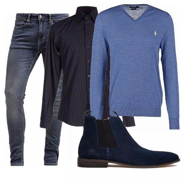 Questo look è adatto a molteplici occasioni: da una giornata informale in ufficio ad una serata al cinema con la propria ragazza, dall'aperitivo con gli amici ad un semplice giro in città perché composto da un semplice jeans, una camicia fantasia e un maglioncino a V.
