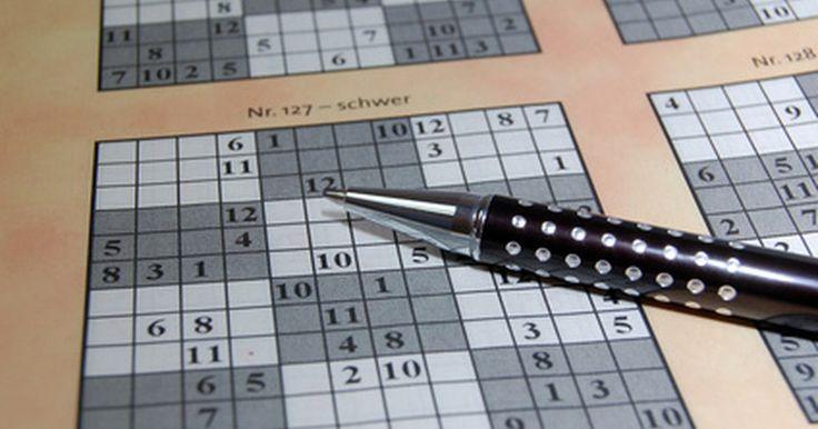 Cómo resolver un Sudoku cúbico de Rubik. Un Sudoku cúbico es un rompecabezas extremadamente desafiante que combina las relaciones espaciales tridimencionales de un Cubo Rubik con los algoritmos matemáticos del Sudoku. Para resolver el Sudoku de un cubo Rubik, los números 1 al 9 deben aparecer en cada cara del cubo, sin un orden en particular.