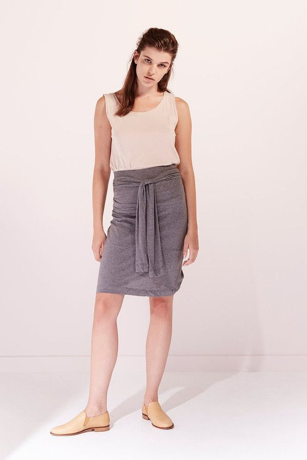 This multi-function style can be worn as a top with extra long sleeves or as a skirt that sits to the knee, sleeves wrapped around waist. The Kowtow Building Blocks collection is made up of consciously made timeless basics 100% Premium Certified Fair Trade Organic Lightweight Cotton Jersey Machine washable Model is 5'11 wearing a size XS Kowtow is a New Zealand-based design brand that believes in certified fair trade organic clothing that is ethically and sustainably made from seed to gar...