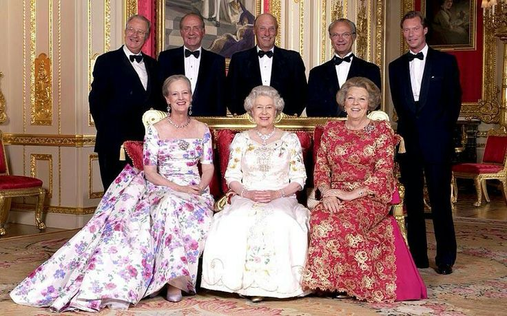 June 2002 - The Sovereigns of Europe meet to celebrate the Silver Jubilee of Queen Elizabeth II. Standing l to r: Albert of Belgium, Juan Carlos of Spain, Harold of Norway, Carl Gustav of Sweden, Grand Duke Henri of Luxembourg. Sitting: Queen Margrethe of Denmark, Queen Elizabeth, Queen Beatrix of the Netherlands.