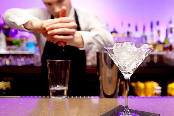 Cherchez-vous un nouvel endroit pour prendre un cocktail? Notre concierge recommande Nuvo Bar.