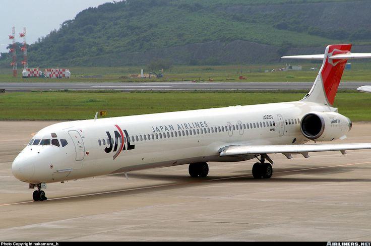 Japan Airlines McDonnell Douglas MD-90-30 JA005D at Nagasaki-International, September 2003. (Photo: Nakamura_h)