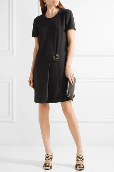 This is me! Love the classic look, the LBD for career, evening... #Burberry #reflectingfashion #robinality