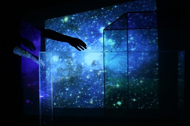 'The Left Hand of Darkness' by Helen Braund (helsenki), via Flickr