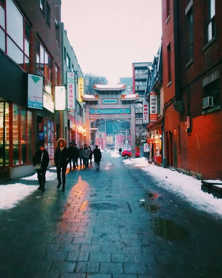 Thank you for supporting #MTLscenes Original  by: @mmarquee • • • • #MTLscenes #mtl #mtlcity #dowtown  #montreal #share #montréal  #chinatown #downtownmtl #gate #montréal #winter #514