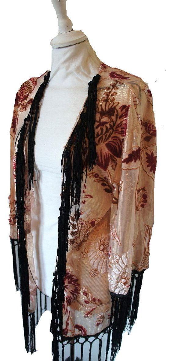 Vintage style 1920s inspired loose short #kimono #velvet jacket. Featuring a soft floral design in pink & nude and finished with black fringing