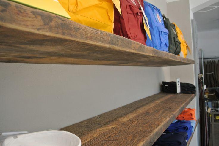 Geborstelde oud eiken wagonplanken. Perfect als plank aan de muur.