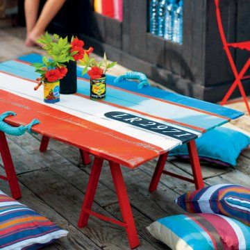 Une porte transformée en table basse / A door transformed into coffee table, blue, white and red, french national day